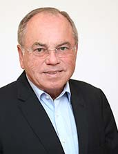 Vorsitzender des Stiftungskuratoriums