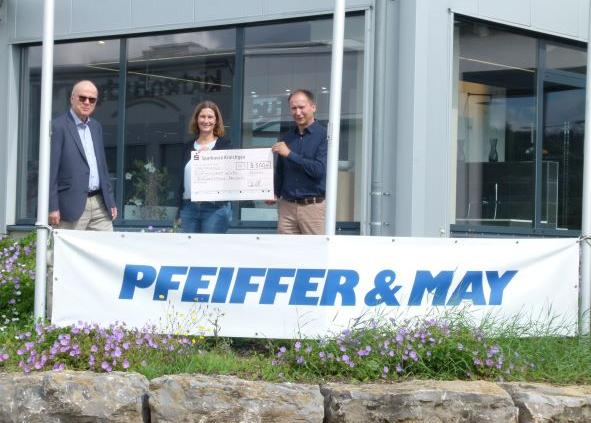 """Pfeiffer & May spendet 3.500 Euro für """"Kinder in Not"""""""